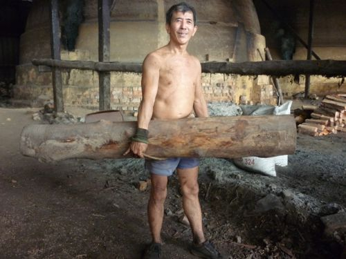 Carrying Log with Three Fingers