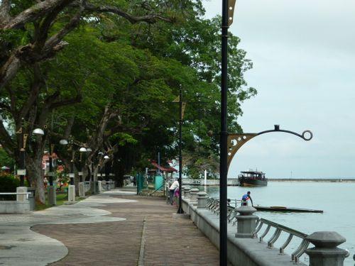 Dataran Tanjung Emas Walkway
