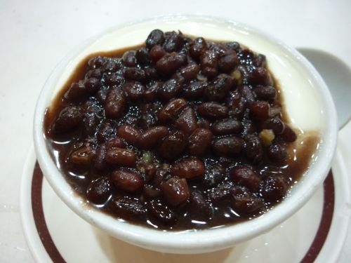 Steamed milk pudding with red bean topping