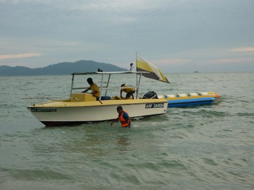 Teluk Senangin - banana boat
